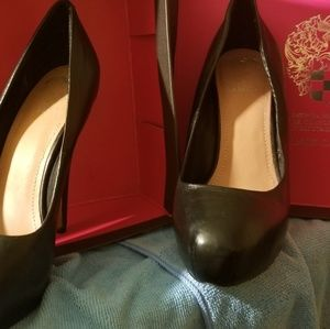 Vince Camuto black leather heels
